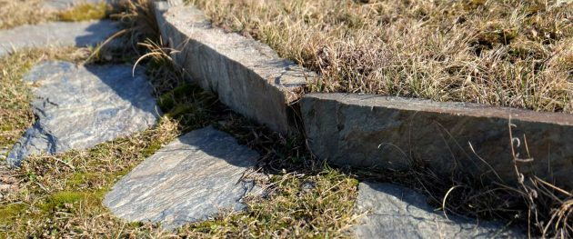 krawężnik kamienny